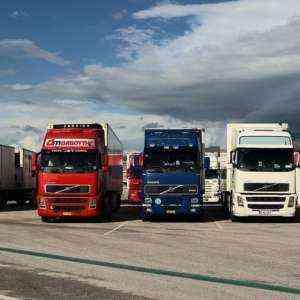Сравнение стоимости: аренда против покупки подержанного продовольственного грузовика